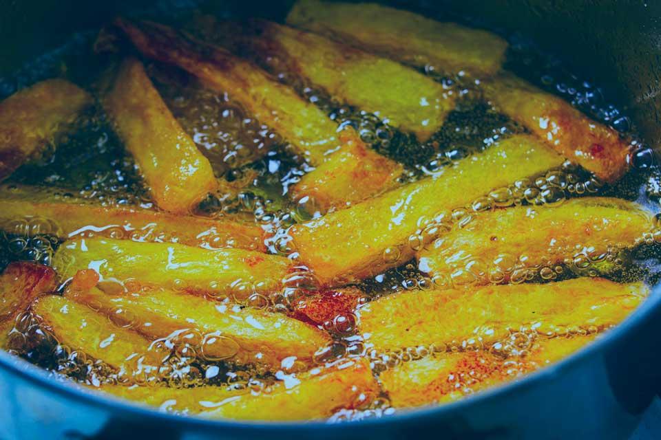 patatas fritas en la sartén