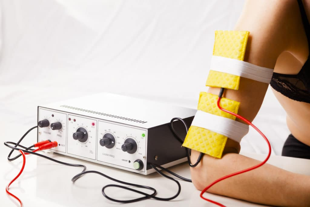 mujer terapia eléctrica