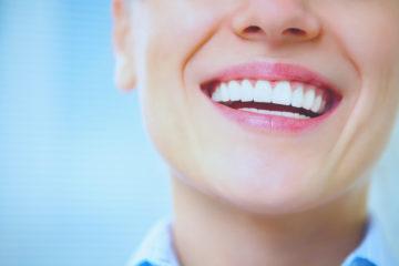 mujer sonrriendo