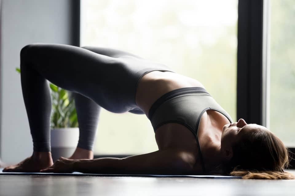 ejercicio puente de yoga